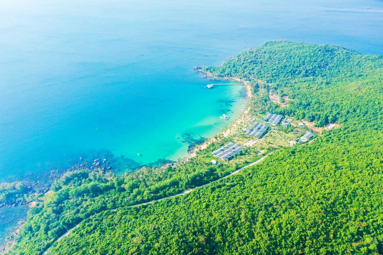 Phú Quốc có rất nhiều bãi biển nên thơ, nước xanh như ngọc