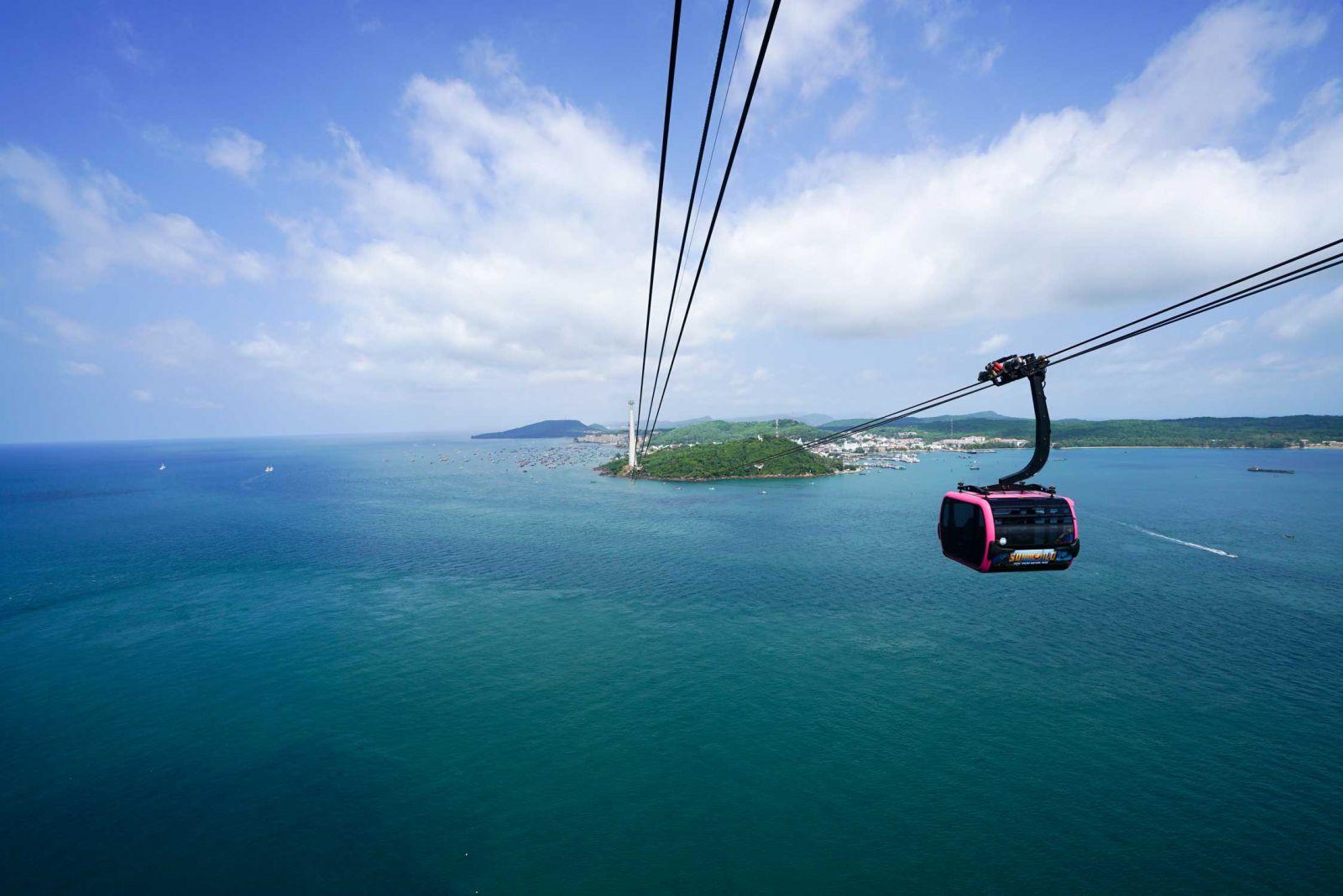 Cáp treo Hòn Thơm là một trong những trải nghiệm tuyệt vời tại Phú Quốc