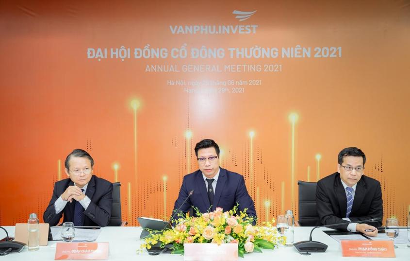 Hình ảnh đoàn chủ tịch Đại hội cổ đông trực tuyến của Văn Phú – Invest.
