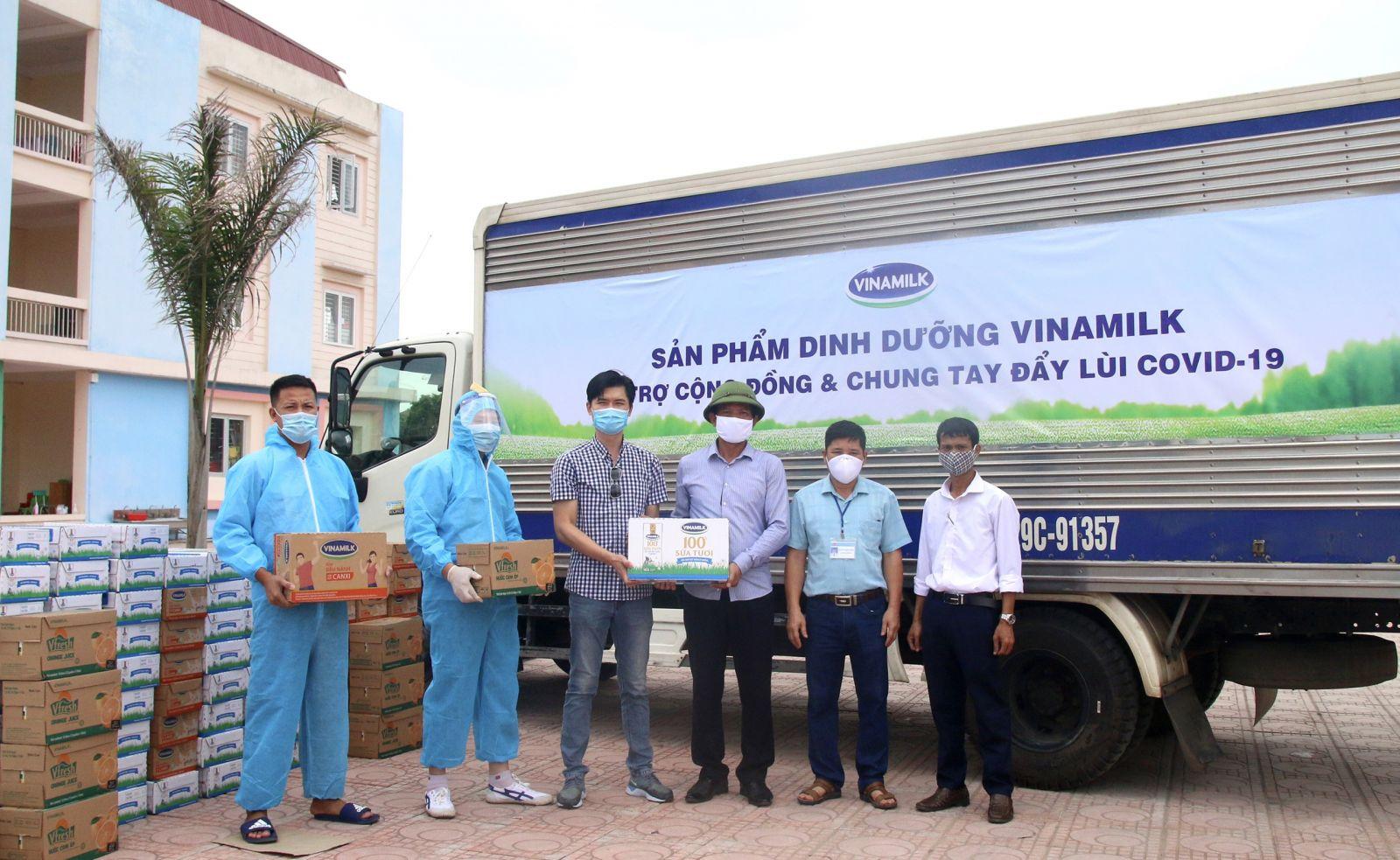 Tính đến nay, Vinamilk đã dành ra hơn 85 tỷ đồng gồm tiền mặt và sản phẩm để hỗ trợ cộng đồng, tiếp sức tiếp đầu và đồng hành cùng Chính phủ chống dịch