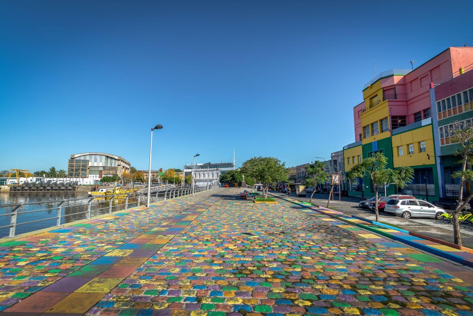Khu phố La Boca bên bờ sông Matanza Riachuelo sau khi cải tạo đã trở thành địa điểm thu hút du khách của Thủ đô Buenos Aires.