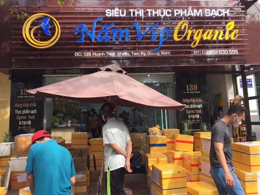 Khi Siêu thị thực phẩm sạch Nấm Víp Organic số 139 Huỳnh Thúc Kháng, Tam Kỳ, Quảng Nam đăng tải thông tin nhận đặt hàng từ Quảng Nam gửi đến TP. Đà Nẵng, người dân xếp hàng dài chờ đặt hàng gửi đi.