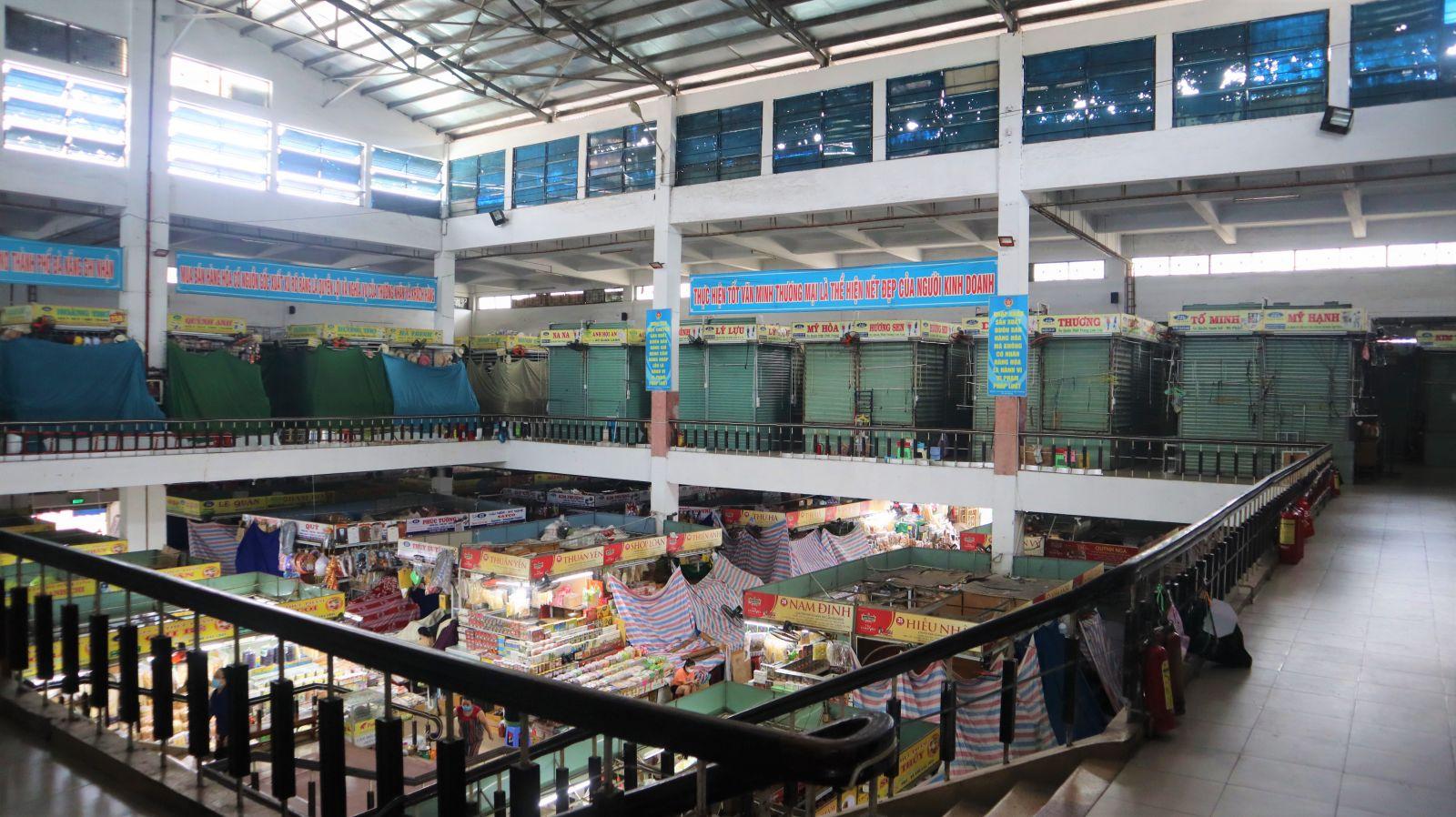 Chợ Hàn Đà Nẵngcó 2 tầng cùng 576 gian hàng và 36 ki-ốt xung quanh. Hiện nay, chỉ buôn bán các mặt hàng thiết yếu tại tầng 1