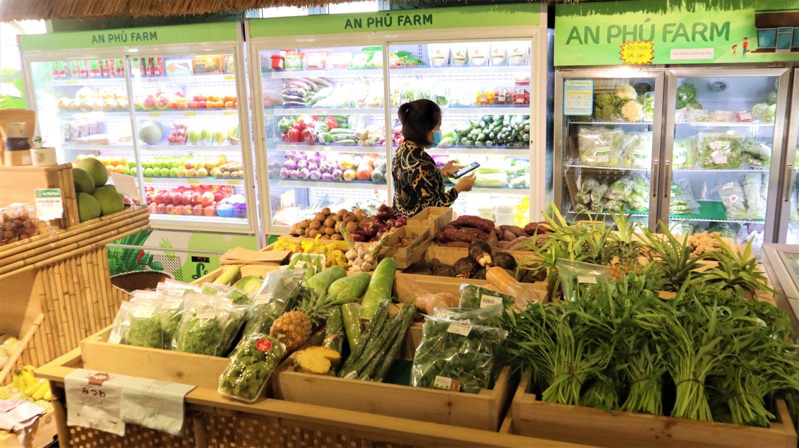 Các loại thực phẩm tại An Phú Farm luôn được kiểm tra thường xuyên và bổ sung lên kệ liên tục