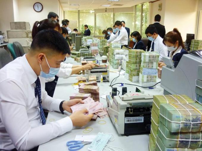 Theo TS Nguyễn Trí Hiếu, trong làn sóng COVID-19 lần 4 này cần phải thêm gói tín dụng 300.000 tỷ để hỗ trợ các doanh nghiệp vừa và nhỏ.
