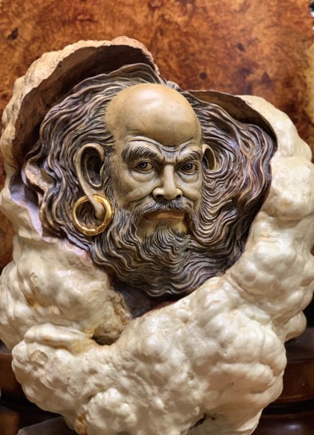 Tuyệt tác Diện Tổ Bồ Đề Đạt Ma rất tâm huyết do chính tay Lã Thành Luân điêu khắc.