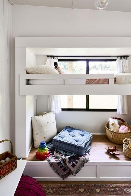 Thậm chí RV còn có cả giường tầng cho trẻ em.