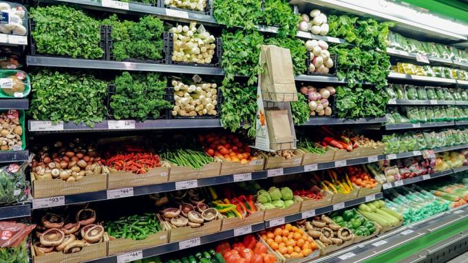 Giá lương thực, thực phẩm giảm kéo CPI tháng 4 giảm. Ảnh: D.L