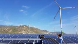 Doanh nghiệp niêm yết vay hàng ngàn tỉ đồng đầu tư điện mặt trời, điện gió
