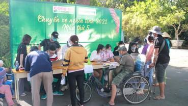 FE Credit tặng gần 1.000 vé xe về Tết cho người lao động