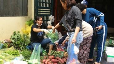 """Giá rau xanh ở Hà Nội tăng sau thời gian """"giải cứu nông sản"""""""