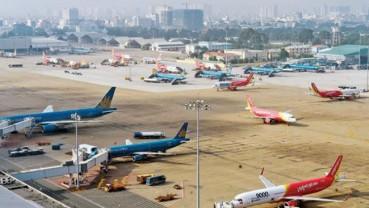 Số chuyến bay giảm 15% trong tháng đại dịch tái bùng phát