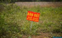 Siết tín dụng vào bất động sản để hạ sốt đất
