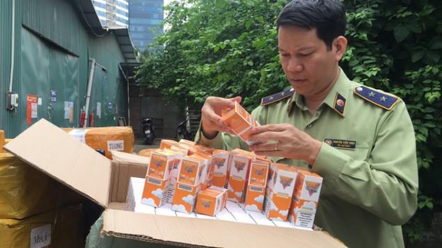 Hà Nội: Thu giữ 13.900 lọ tinh dầu thuốc lá điện tử, giá trị hàng tỷ đồng